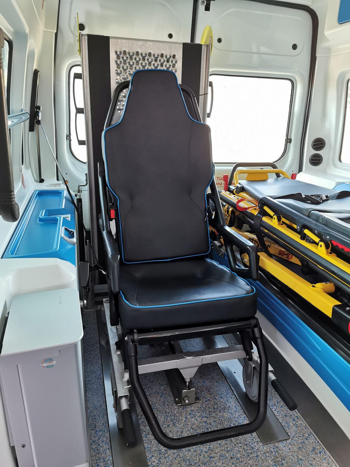 MMA betegszállító mentőautójának belseje