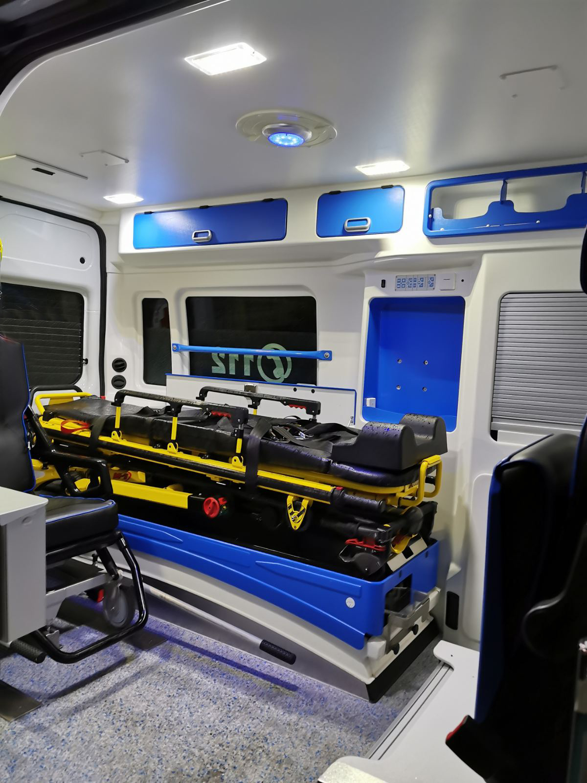 Az MMA sürgősségi betegszállító autójának belseje